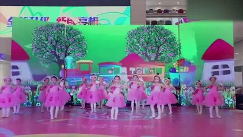 《一双小小手》舞蹈,小朋友们在舞台上表现太