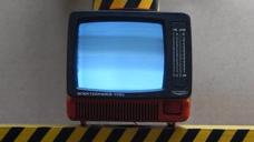 把大头电视放在液压机下,它能坚持多久?