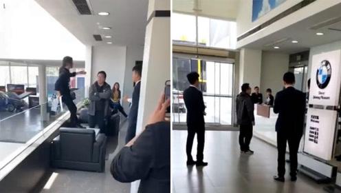 """奔驰未平宝马又起!女子4s店内""""跳楼维权"""" 店方:她违约"""