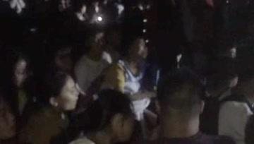 宜宾长宁震中第一夜:千名中学生齐唱《我相信》