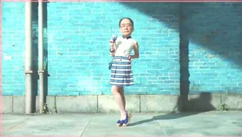 日本搞笑冰淇淋广告:下半身是美少女