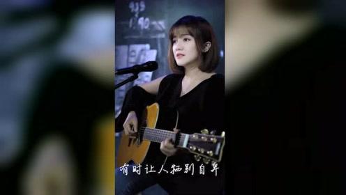 短发美女真是有才唱歌好听人也漂亮!