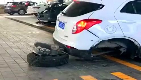 老司机开车就是狠,就算是少了个轮子也照样开
