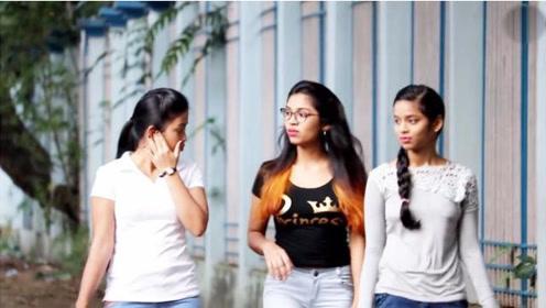 印度恶搞:路遇美女偷偷按响气喇叭