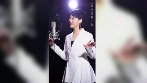 最近很火的视频,小姐姐唱歌超好听的,忍不住多听了几遍!