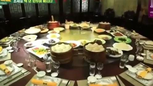 韩综:韩星游中国,直赞百年老店的小笼包好吃,吃不完还要打包带走!