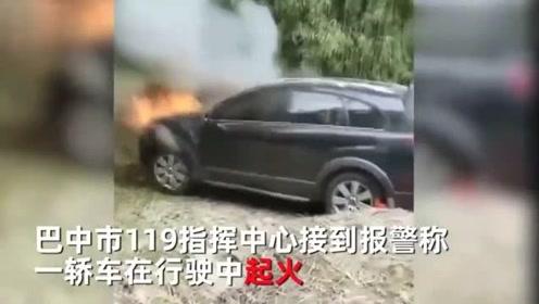 小车行驶中起火,车主第一反应拍视频,糟了糟了,车没了