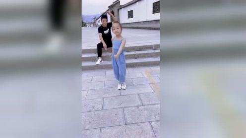 萌娃:小朋友的鬼步舞跳得真好,太可爱了