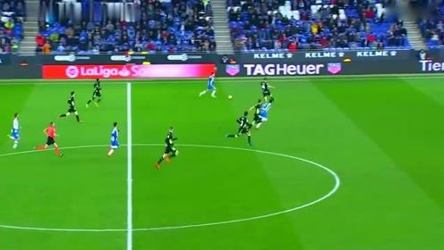 武磊西甲最骚一次表演 半场长途奔袭过2人,可惜了临门一脚没打进