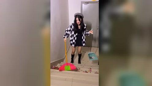 视频的背后,我在认真扫地…