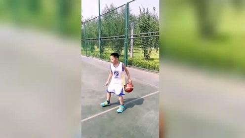 这么小,篮球基本功就这么扎实,未来还是很有希望进CBA的