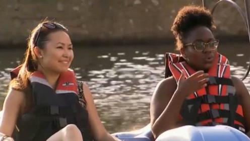 国外恶搞:对水里的美女恶作剧,妹子们的表现反应了内心的想法