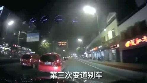 行车记录仪:飞度总以为自己是神车,连续六次别视频车
