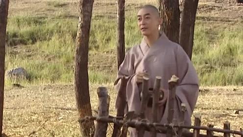 悟空去化斋,给师徒三人画个圈不让出去,他们不听就跑了出去