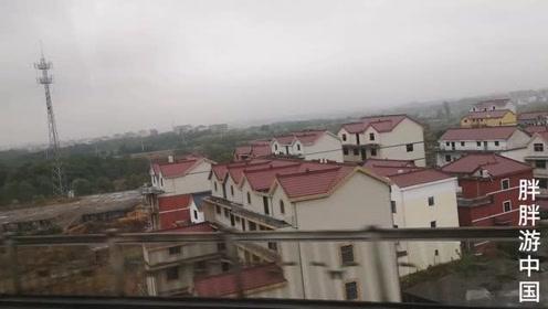 曾是最穷的省份之一,看看铁路沿线的江西农村,都住上了三层别墅