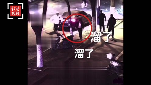 陕西榆林一酒驾男遇交警弃车逃跑撞进下班的特警怀里 一秒被擒