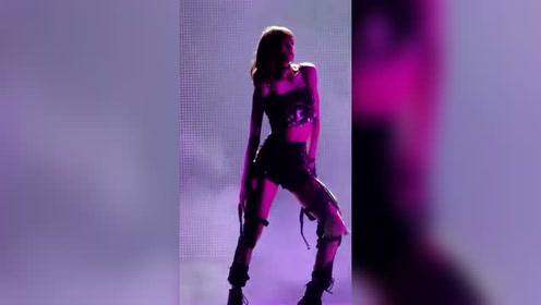 这就是辣lisa,完美的身材,可爱的舞蹈!