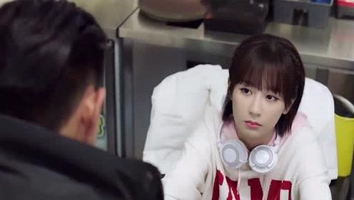 韩商言败赛生气去网吧包夜,网管小姐姐对其一