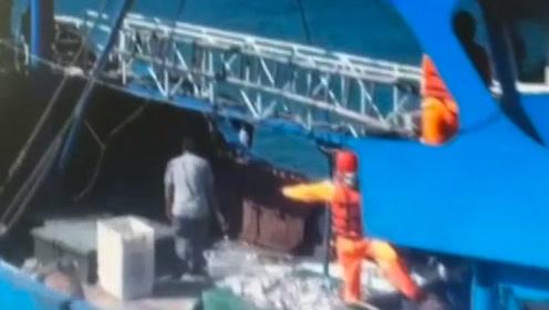 """现场视频令人气愤!台海巡队以""""越界""""为由 强登大陆渔船扣押6人"""