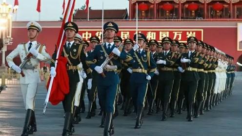 实拍北京天安门,国旗护卫队凌晨冒着寒冷刻苦训练,太震撼感人了