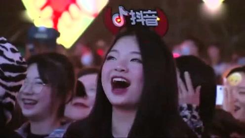 山东春晚:金靖刘胜瑛爆笑小品来袭,搞笑段子张嘴就来,太逗了