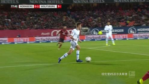 纽伦堡VS沃尔夫斯堡:白队前场定位球,被对方顶出