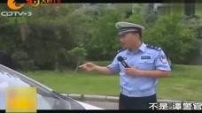 段子手交警:小伙开车时喝酸奶,被交警拦下后,为啥直接爆粗口了