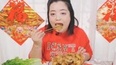 吃播朱朱:锅包肉来啦!超级美味的锅包肉,吃完开心的飞起来!
