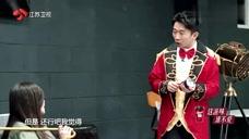 杨迪表演了一段舞蹈,于文文全程捂眼,直言:你过来我就打你