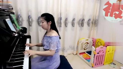 """小姐姐用钢琴弹奏的这段音乐,听后耳朵会""""怀"""