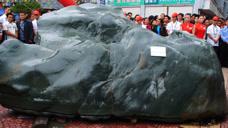 贵州农民发现40吨石头,搁置河底10年久,运回卖了1000万