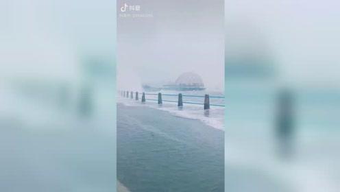 海上皇宫附近风高浪急 台风利奇马逼近青岛