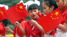 最像中国的国家,长相和饮食习惯都相似,连国旗都差不多