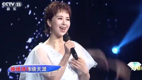 王雅洁演唱《你是风儿我是沙》,还珠格格主题曲