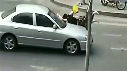 美女长裙飘飘过马路,接下来的事情太残忍,都怪司机不让行!