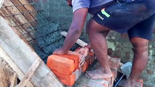 实拍非洲自建房楼梯修建过程,此视频解开我多年疑惑,长知识了