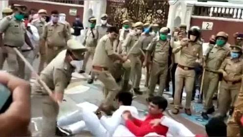 印度人太疯狂了,违反禁令不戴口罩就是这样对待,看着都疼