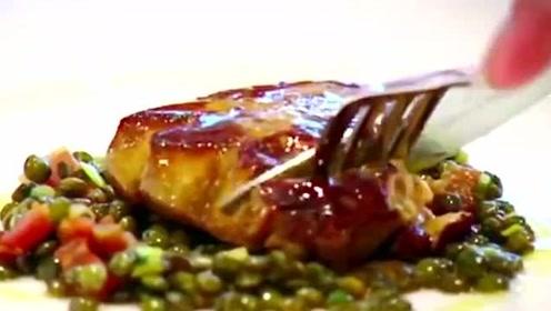 顶级美食鹅肝,看完鹅的整个喂养过程,你还吃得下去吗?