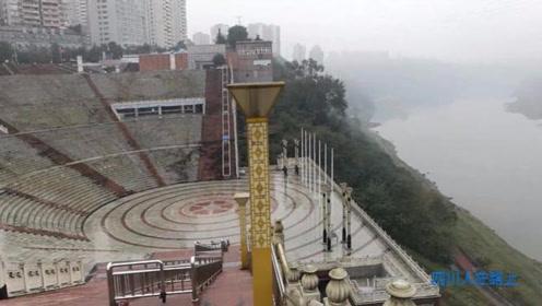 四川人在路上:游市中心百子图文化广场