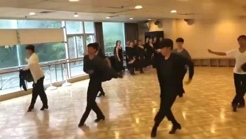拉丁舞男生跳拉丁舞有多帅,比一线明星还撩人呢
