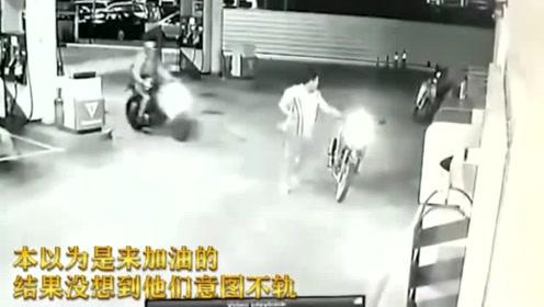监控:深夜加油站员工突然惨死,回看监控,真相并没那么简单!