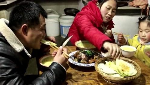 胖妹晒一家3口晚餐,老公做了啥美食,胖妹全程吃不停,都看饿了!