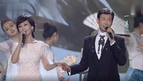 赵雅芝和70岁郑少秋同台演唱,出场的那一刻,台下观众全都沸腾