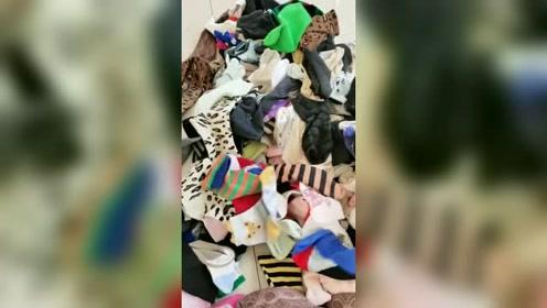 老婆出差一个月,回家看到堆积如山的袜子,这老公也太懒了!