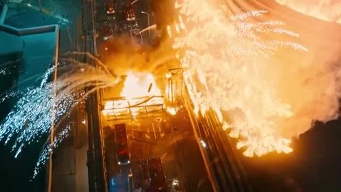 烈火英雄:两人以为关上阀门了,于是玩起自拍