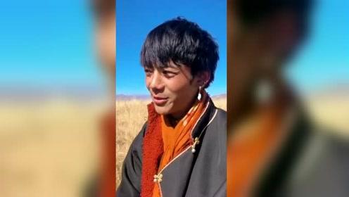 愛了愛了,丁真用藏語,演唱倉央嘉措詩歌《潔白的仙鶴》!