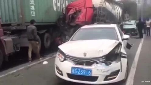 视频回放 交警才搞明白:数十辆车瞬间报废瞬间发生什么