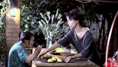 李子柒跟**吃着美食,回忆着往事,吃完才发现还有个被遗忘的美味