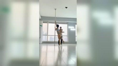 赵奕欢,钢管舞版无价之姐,这好身材简直太绝了~