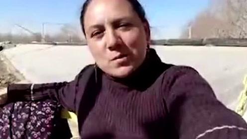 新疆大妈拍视频记录生活,用中文唱歌,将生活中的美好展现出来!
